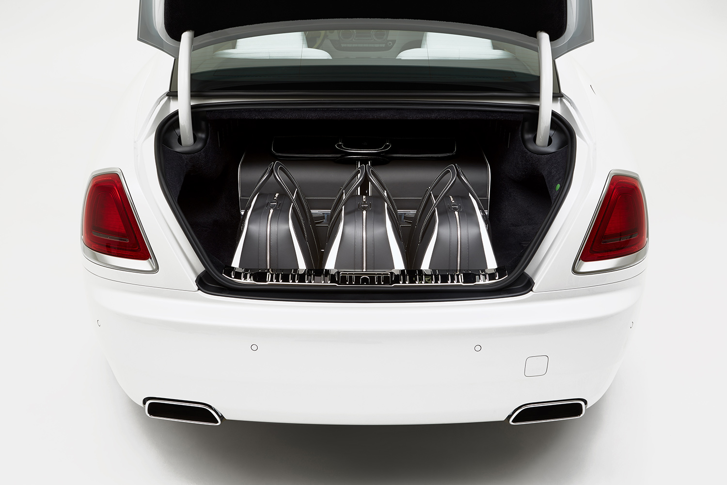 Rolls-Royce Launches Bespoke Wraith Luggage Collection